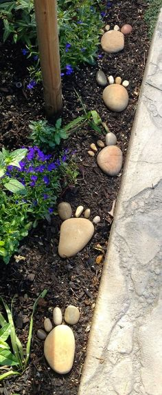 30 Creative Decorative Landscape Curbing Ideas Foot steps on the garden! Great way to curb up the garden landscape The post 30 Creative Decorative Landscape Curbing Ideas appeared first on Garden Easy. Diy Garden, Spring Garden, Garden Projects, Winter Garden, Rock Garden Art, Rock Garden Design, Garden Kids, Garden Ideas Children, Outdoor Projects