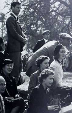 Queen Elizabeth II holding a camera at the Olympic Horse Trials at Badminton, whilst Princess Margaret sits behind her, smoking a cigarette and watching the action. Also in the group is Group Captain Peter Townsend (left). George Vi, Roi George, Commonwealth, Pincesse Margaret, Captain Peter Townsend, Women Smoking Cigarettes, British Royal Families, British Family, Hm The Queen