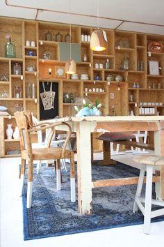 Een geweldig interieur maar waar het natuurlijk echt om draait bij Boterham: heerlijke broodjes, koffieen ander lekkers.