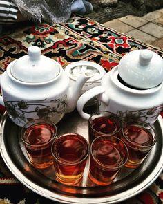Tabriz 🇮🇷 & lots of fresh brewed Persian black tea ☕️ persianmama.com Culture Travel, Paleo Diet, Tea Time, Brewing, Tea Pots, Persian Recipes, Iran, Tableware, Fresh