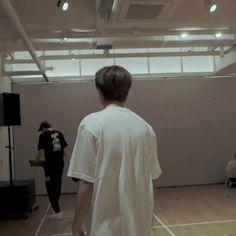 Haechan's back♡ Nct Doyoung, K Idol, Aesthetic Iphone Wallpaper, Boyfriend Material, Nct Dream, Nct 127, Kpop, Iridescent, Bae