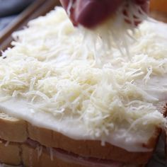 Sandwich Recipes 285134220144773187 - Croque Monsieur is a French recipe that is essentially a toasted ham and cheese sandwich. It's easy and delicious because, like many things, the French do it better! Source by ostea Gourmet Sandwiches, Tea Sandwiches, Sandwiches Gourmets, Delicious Sandwiches, Cheese Sandwich Recipes, Breakfast Sandwiches, Easy Dinner Recipes, Easy Meals, French Recipes Dinner