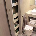 Marcenaria esperta! Cada cantinho pode e deve ser aproveitado. Olha esse armário no banheiro , tudo Aqui foi muito bem pensado para armazenar e organizar. Quem também gostou? #Dicademarcenaria #marcenariaesperta #moveismultifuncionais #marcenariafuncional #designerdeinteriores #deco #design #decorar #decoração #decoracao #dicadadesigner #dicadadecoradora #designdeinteriores #interiordesign #blogchegadebagunca #chegadebagunca #cdb #dica #dicadodia #inspiracaododia