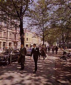 Valokuvaaja Markus Lepon kuva on ilmestynyt vuonna 1966 Helsinki ja helsinkiläiset -nimisessä kirjassa.