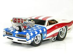 1966 PONTIAC GTO MUSCLE MACHINE 2002 Stars Stripes 1:18 Scale DieCast Model Car