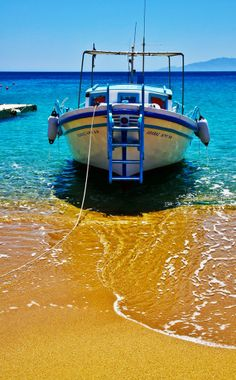 Discover the world through photos. Mykonos Greece, Santorini, Fishing Tournaments, Aluminum Boat, Bass Boat, Jon Boat, Sail Away, Greek Islands, Cyprus