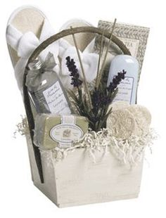 Spa Gift Basket - love the use of lavender, so pretty. - wellness Spa Gift Basket – love the use of lavender, so pretty. Creative Gift Baskets, Diy Gift Baskets, Raffle Baskets, Gift Hampers, Creative Gifts, Basket Gift, Mothers Day Baskets, Gift Baskets For Women, Themed Gift Baskets