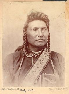 Hin-ma-toe Ya-lut-kiht (aka Thunder Rolling Over The Mountains, aka Chief Joseph, aka Joseph II) the son of Tuekakas (aka Shooting Arrow, aka Joseph I) – Nez Perce – 1877 #native #americans