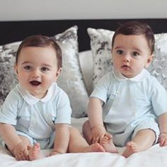 Fashion Trends For Toddlers Cute Baby Twins, Twin Baby Boys, Cute Little Baby, Twin Babies, Little Babies, Cute Baby Pictures, Baby Photos, Beautiful Children, Beautiful Babies