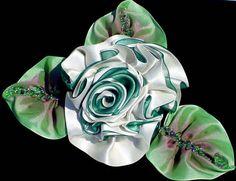Ramillete de baile blanco y verde de la cinta flor de por vonlarae