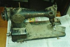 Sewing Machines Best A great tutorial on cleaning sewing machines! This is especially for the old, grimy gear driven models, but info is useful for all non-computerized machines. Sewing Machines Best, Treadle Sewing Machines, Antique Sewing Machines, Vintage Sewing Patterns, Sewing Hacks, Sewing Crafts, Sewing Projects, Sewing Tips, Sewing Ideas