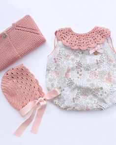 Qué belleza de conjuntito de Lovely🌹🌹❤️❤️Moda Infantil Made In Spain Knitting For Kids, Baby Knitting Patterns, Crochet Collar, Baby Girl Crochet, Baby Boutique, Baby Sweaters, Baby Sewing, Baby Dress, Doll Clothes
