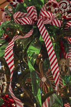 15 Things You Can Do With Ribbons This Christmas  - Ribbon craft inspiration!