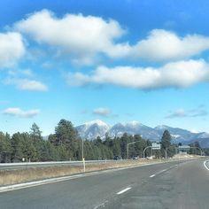 Just like a Postcard...driving through Northern Arizona. #nofilter #scenicroute #Arizona #Flagstaff #travelblogger #travelista #travelisthenewclub #wanderlust #writetotravel #roadtrip #grandcanyon #instatravel #Saturdays #weekends #adventure #joinme #iphoneography #pictureperfect #postcard #magazine #wander #mountains #view #snow #elevation by dmboypr