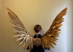 Gold Maleficent Miss Peregrine costume Cosplay Fairy bird Wings Feather Angel Wings, Gold Angel Wings, Fairy Wings, Maleficent Halloween Costume, Diy Halloween, Halloween Costumes, Bird Wings Costume, Golden Wings, Goddess Costume