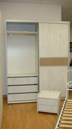 Dormitor Modern dotat cu Dressing ce este dispus cu usi culisante cu bara inox si sertare compartimentate la comanda Dressing, Italia, Interior, Living Room