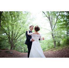 Wedding dance @johannarosengren.se #love #married #wedding #bride #dress #groom
