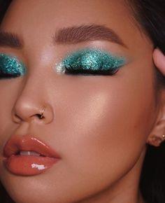 Makeup Is Life, Makeup Eye Looks, Beautiful Eye Makeup, Eye Makeup Art, Glam Makeup, Skin Makeup, Beauty Makeup, Make Up Color, Rave Makeup