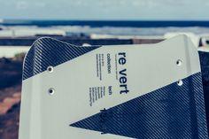 #kitelement #kiteboard #kiteboarding #revert #white #carbon #highend #top Kite Board, Twin Tips, Fitbit, Twins, Top, Gemini, Twin, Crop Shirt, Shirts