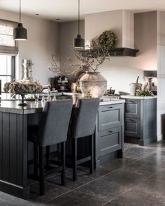 Interieurprojecten - Frieda Dorresteijn Cottage Kitchens, Home Kitchens, Open Kitchen Cabinets, Window Casing, Living Styles, Rustic Chic, Kitchen Decor, Sweet Home, New Homes