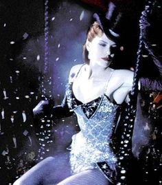 Nicole Kidman as Satine with her sparkling Black Diamonds gown (Moulin Rouge ! Nicole Kidman Moulin Rouge, Satine Moulin Rouge, Moulin Rouge Movie, Moulin Rouge Outfits, Burlesque Costumes, Movie Costumes, High School Musical, Beautiful Outfits, Cool Outfits