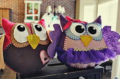 Too cute!!  I need someone to buy me a sewing machine.  Better yet, someone with a sewing machine can make them FOR me. :)
