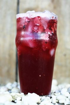 Zingy hibiscus and sweet freeze dried berries get shake-shake-shaken into homemade green coffee extract (yes you CAN do that at home!) and ice creating a fabulous knock-off of the Starbucks Very Berry Hibiscus Refreshers at a fraction of the cost.