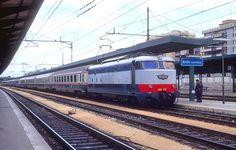 FS Class E.444 in Bari Centrale station in 1995