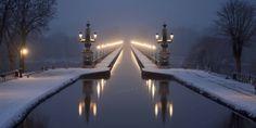 Pont-canal de Briare (France, Loiret) : Ouvert à la circulation le 16 septembre 1896 ; long de 662,7 mètres, large de 11,50 mètres