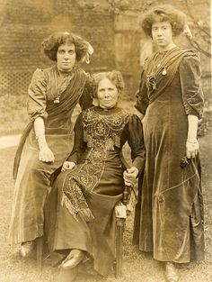 Three ladies in Aesthetic dress, ca. turn of the 20th C.