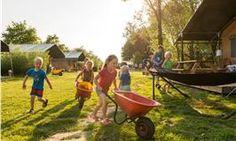 #Glamping in #Zeeland op #educatie en #speel #boerderij #FarmCamps #Five-Star. #Luxe #kamperen in de #Lodgetent met eigen badkamer en speel & slaap hut. Fiets afstand naar schitterende #stranden en #neeltjejans & de delta werken.
