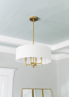 Step inside a classic craftsman home dining room makeover that shows how a colorful painted ceiling can totally transform a space. Classic Dining Room Paint, Neutral Dining Room Paint, Ceiling Paint Colors, Colored Ceiling, Ceiling Painting, Interior Design Inspiration, Home Decor Inspiration, Chandeliers, Accent Ceiling