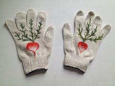 Radish Gardening Gloves van MyLittleBelleville