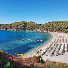 Vi auguriamo una buona domenica dalla spiaggia di #fetovaia nello scatto di @martifanucci. Continuate a taggare le vostre foto con #isoladelbaapp il tag delle vostre vacanze all'#isoladelba. http://ift.tt/1NHxzN3