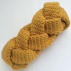 Would use Woolfolk yarn Hygge Free Anthropologie-Inspired Braided Crochet Headband Pattern & Tutorial. Would use Woolfolk yarn Hygge Crochet Headband Tutorial, Crochet Headband Free, Knitted Headband, Crochet Braids, Crochet Baby, Free Crochet, Knit Crochet, Headband Braids, Bandeau Crochet