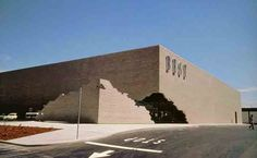James Wines, architecte des supermarchés / Best Notch Showroom, Sacramento, California (1977)