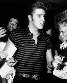 Elvis Makes My Heart Melt.❤ - Lovin' Elvis The Legendary Rockin' Iconic King Always and Forever and EVER! Lisa Marie Presley, Mississippi, Rock And Roll, Young Elvis, Elvis Presley Photos, Star Wars, Memphis Tennessee, Graceland, Celebs