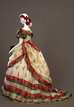 Fripperies and Fobs Evening dress ca. 1869 From the Galleria del Costume di Palazzo Pitti via Europeana Fashion Antique Clothing, Historical Clothing, Vintage Gowns, Vintage Outfits, Viktorianischer Steampunk, Victorian Fashion, Vintage Fashion, Victorian Era, Victorian Costume