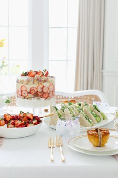 A Special Luncheon for Mom - Monika Hibbs Luncheon Recipes, Luncheon Menu, Ladies Luncheon, Brunch Recipes, Brunch Ideas, Mothers Day Decor, Mothers Day Brunch, Brunch Table, Brunch Party