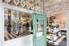 Les portes du nouveau Mandy's étaient à peine ouvertes, rue Saint-Nicolas dans le Vieux-Montréal, la semaine dernière, que déjà les clients se bousculaient au... Restaurants, Saint Nicolas, Montreal Quebec, Rue, Boutiques, Home Crafts, Tea Time, Smoothie, Old Montreal