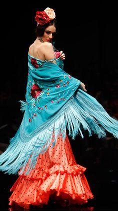 So many pictures Flamenco Costume, Flamenco Dancers, Dance Costumes, Spanish Fashion, Empire Style, Dance Art, Photography Women, Tie Dye Skirt, Designer Dresses