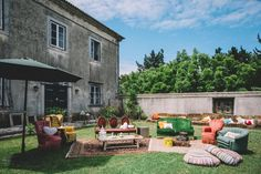 Rustic and vintage wedding lounge full of colour in The Quinta - www.myvintageweddingportuga.com   #weddinginportugal #vintageweddinginportugal #vintagewedding #portugalwedding #myvintageweddinginportugal #rusticwedding #rusticweddinginportugal #thequinta #weddinginsintra #summerweddinginportugal