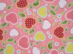 """Toller Designer-Stoff von Riley Blake """"Apple of My Eye"""", rosa grundiger Baumwollstoff mit Apfel-Design.  meinkaro.de"""