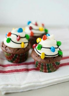 Christmas Light Cupcakes: Your Holiday meal should shine all the way through to dessert. Make these cute decor-inspired cupcakes and we promise you'll be feeling the Christmas spirit. (These lights are edible—mini M&Ms do the trick. Christmas Party Food, Christmas Sweets, Christmas Cooking, Christmas Goodies, Holiday Desserts, Holiday Baking, Holiday Treats, Christmas Lights, Holiday Cupcakes