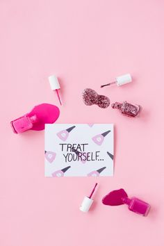"""""""Treat Yourself"""" Mother's Day Printables + Sweets - Studio DIY Homemade Fathers Day Gifts, Diy Gifts, Mother's Day Printables, Mother's Day Diy, Letter Set, Treat Yourself, Cool Wallpaper, Diy Party, Paper Goods"""