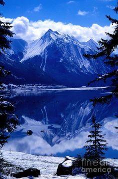 Medicine Lake - Jasper National Park, Wyoming, USA
