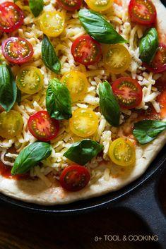 ミニトマトとバジルのシンプルピザ 薪ストーブと料理