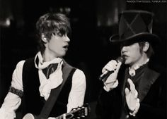 Ryan Ross and Brendon Urie, they were so little. Ryan is so checking Brendon out and you can't deny it.