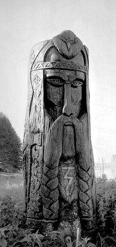 Перун Tree Carving, Wood Carving, North Mythology, Tiki Totem, Pagan Art, Got Wood, Wood Sculpture, Tree Art, Wood Art