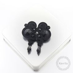 Kavrila - handmade jewellery and accessories Soutache Earrings, Bridal Sets, Shibori, Jewelery, Projects To Try, Brooch, Beads, Macrame, Jewels